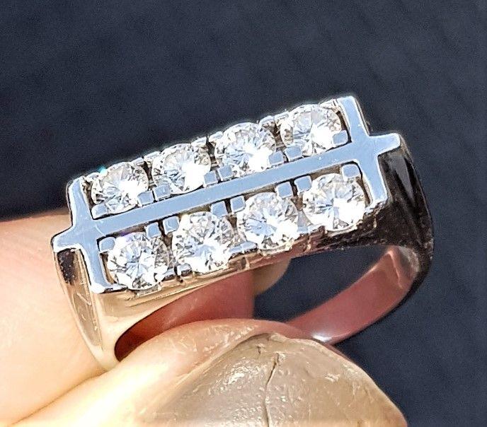 Dobbelt Række Diamant Ring i 14 Karat Hvidguld m. i alt 0,83 carat Diamanter.