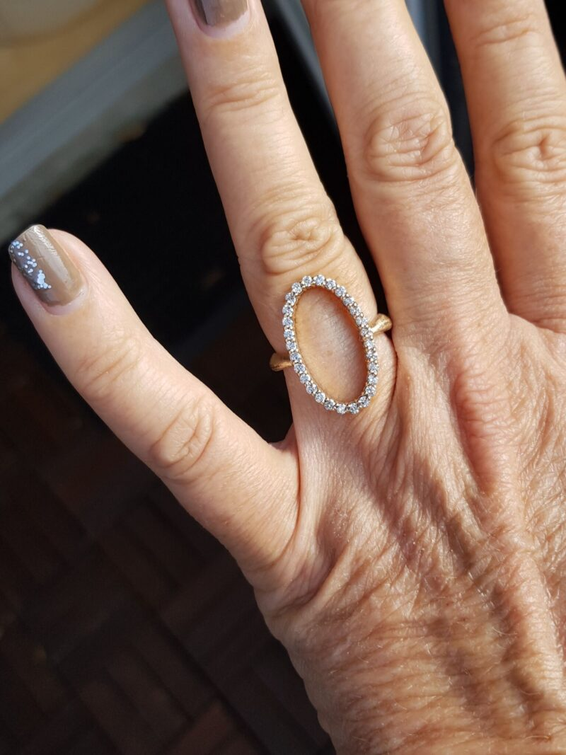 Håndlavet 14 Karat Cirkel/Eternity Unika Ring m. i alt 0,61 carat Diamanter.