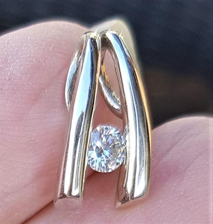 Solitaire Diamant Vedhæng på 0,25 carat sat i 14 Karat Hvidguld.