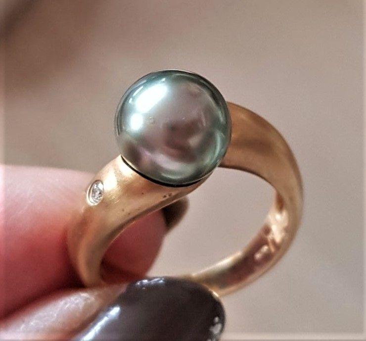 Håndlavet Tahiti Perle Ring i 18 Karat Guld m. Diamant.