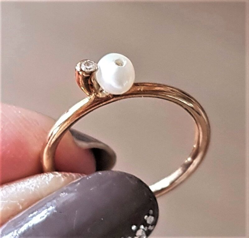 Spinning Ring i 8 Karat Guld m. Hvid Perle og Zirkon.