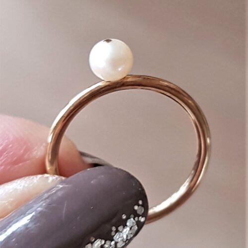 Spinning Ring i 8 Karat Guld m. Hvid Perle.