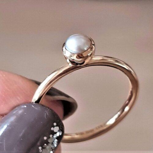 Spinning Ring i 8 Karat Guld m. Lys Grå Perle.