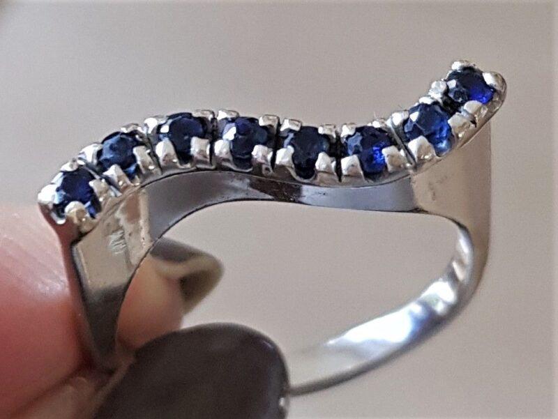 Design Ring fra A. Michelsen i 14 Karat Hvidguld m. Safirer.