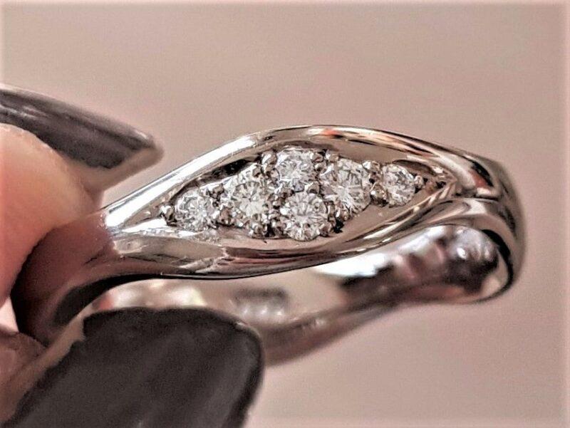 Toftegaard Wave Diamant Ring i 14 Karat Hvidguld.