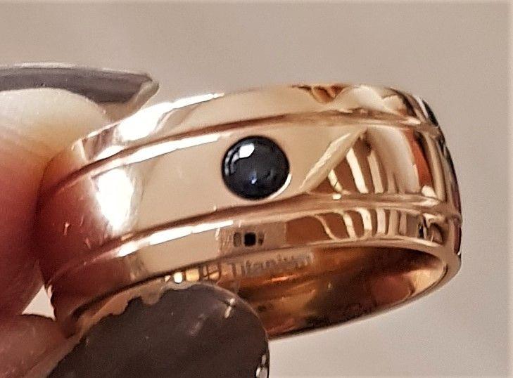 Titanium Ring fra Marcel Drucker m. Zirkon.