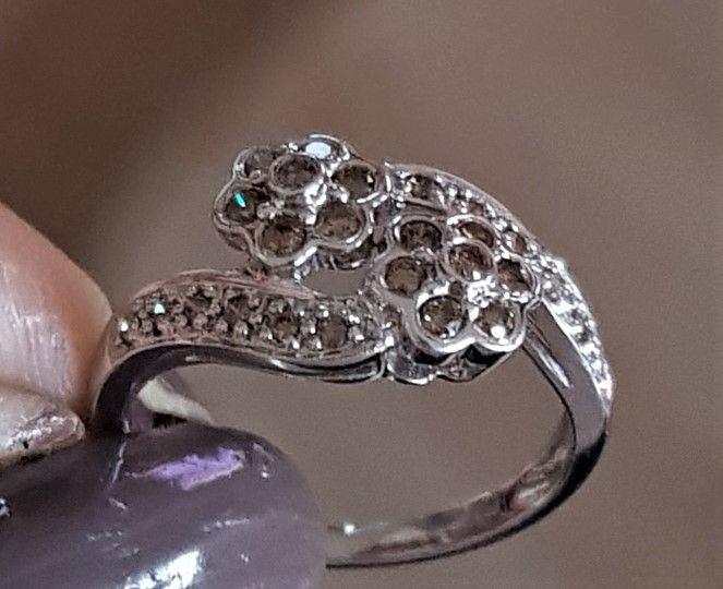 Cognac Farvet Diamant Ring i 14 Karat Hvidguld.