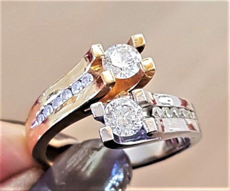 Bedårende Unika Ring i 14 Karat Guld/Hvidguld m. Total 1,01 carat Diamanter.