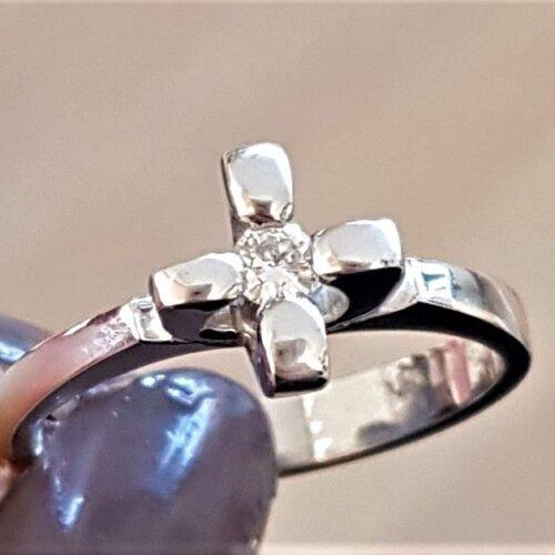 Solitaire Diamant Ring i 14 Karat Kraftig Hvidguld.