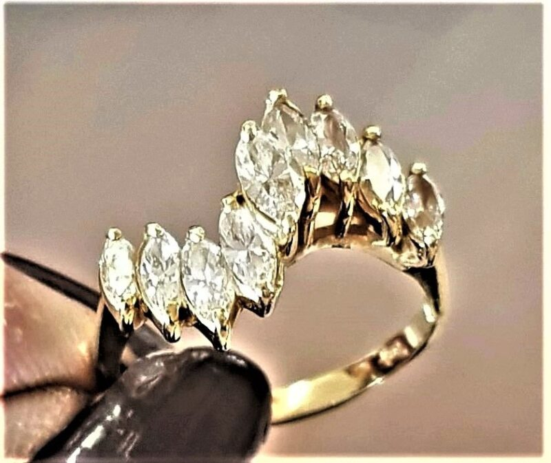 Markise Diamant Ring i 18 Karat Guld m. i alt 1,60 Carat Diamanter