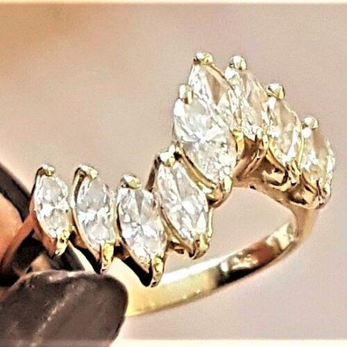 Markise Diamant Ring i 18 Karat Guld m. i alt 1,60 Carat Diamanter
