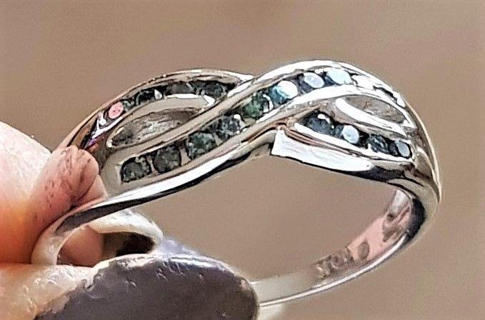 Diamant Ring m. Blå Diamanter.