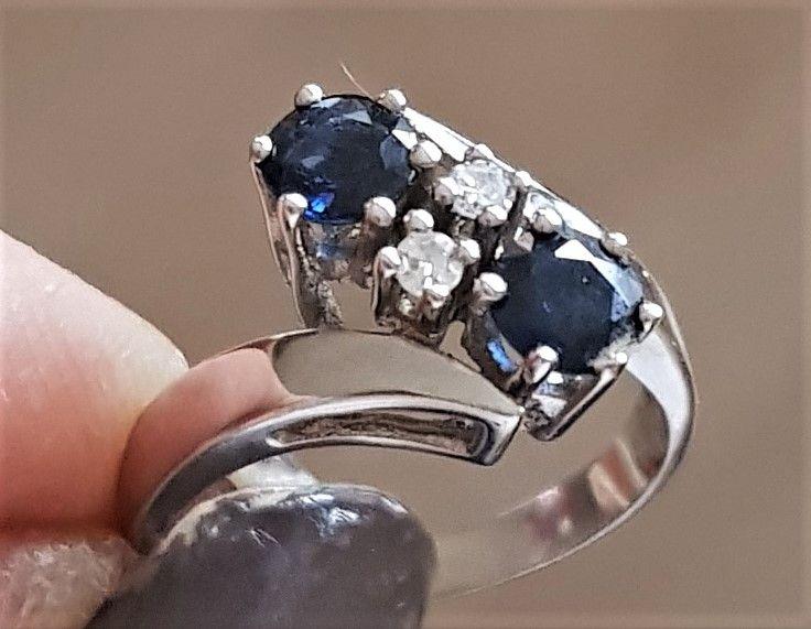 Dansk Safir Ring m. Diamanter i 14 Karat Hvidguld.