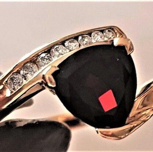 Triangle Granat Ring i Guld m. Små Diamanter.