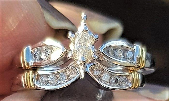 Diamant Ring i Hvidguld/Guld m. Marquise Slebet Diamant.