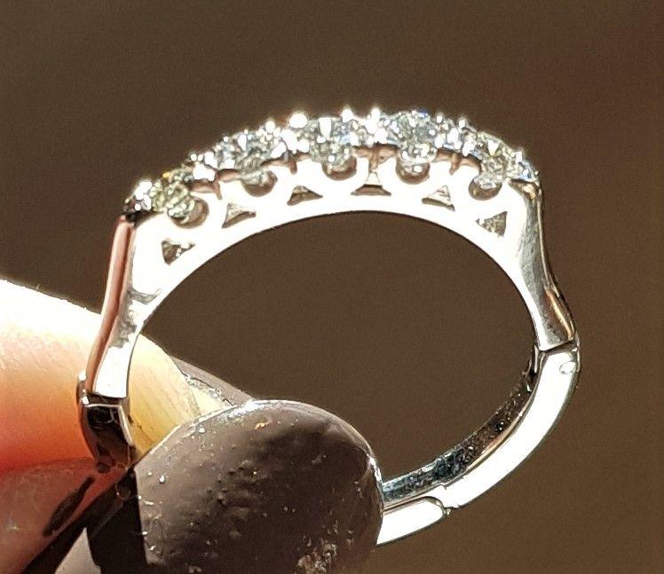 Oplukkelig Diamant Ring i 14 Karat Hvidguld m. Låsesystem.