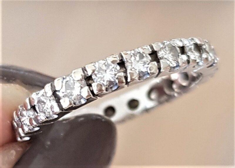 Eternity Diamant Ring m. Total 1,26 carat Diamanter i 14 K. Hvidguld.