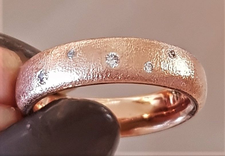 Rødguld/Rosa Guld Ring m. Diamanter Sat som Stjernedrys.