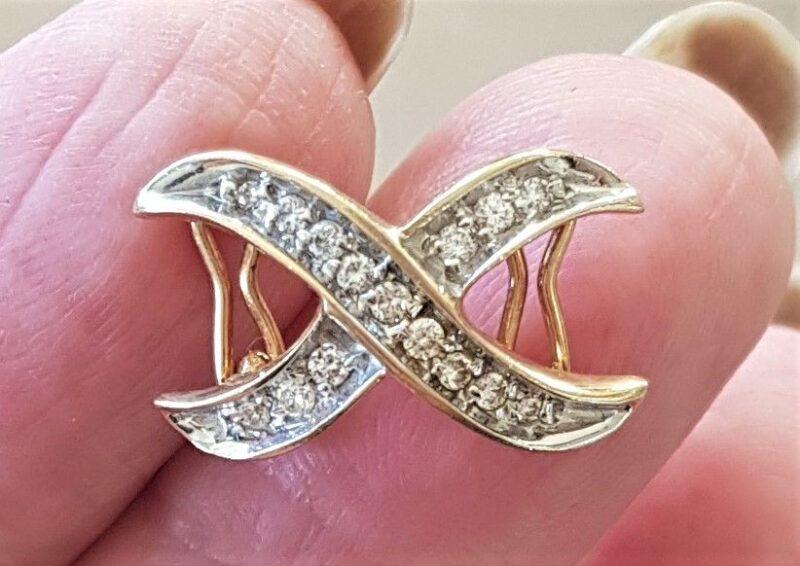 Oplukkelig Diamant Vedhæng i 14 Karat Guld med Dobbelt Lås.