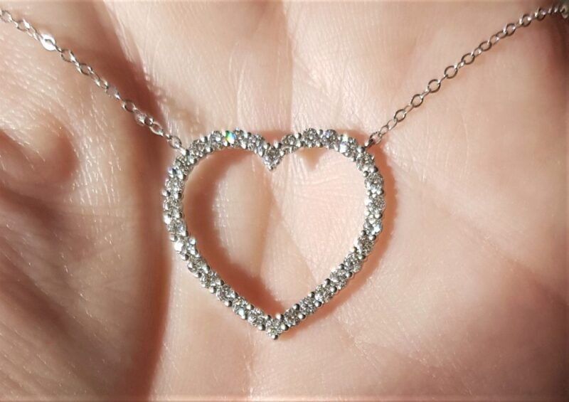 Diamant Hjerte i 14 Karat Hvidguld m. Total 0,99 carat i Fast Kæde.