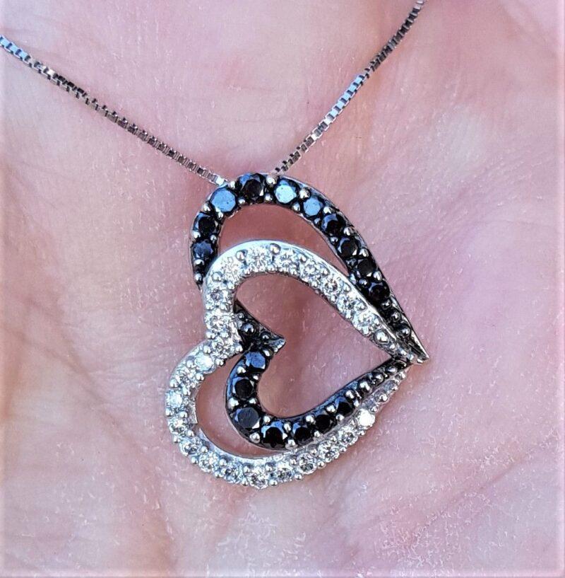 Sort/hvidt diamanthjerte