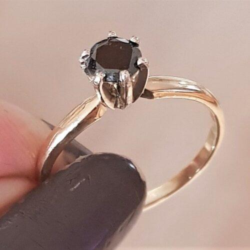 Sort Solitaire Diamant Ring på 0,40 carat i 14 Karat Guld.