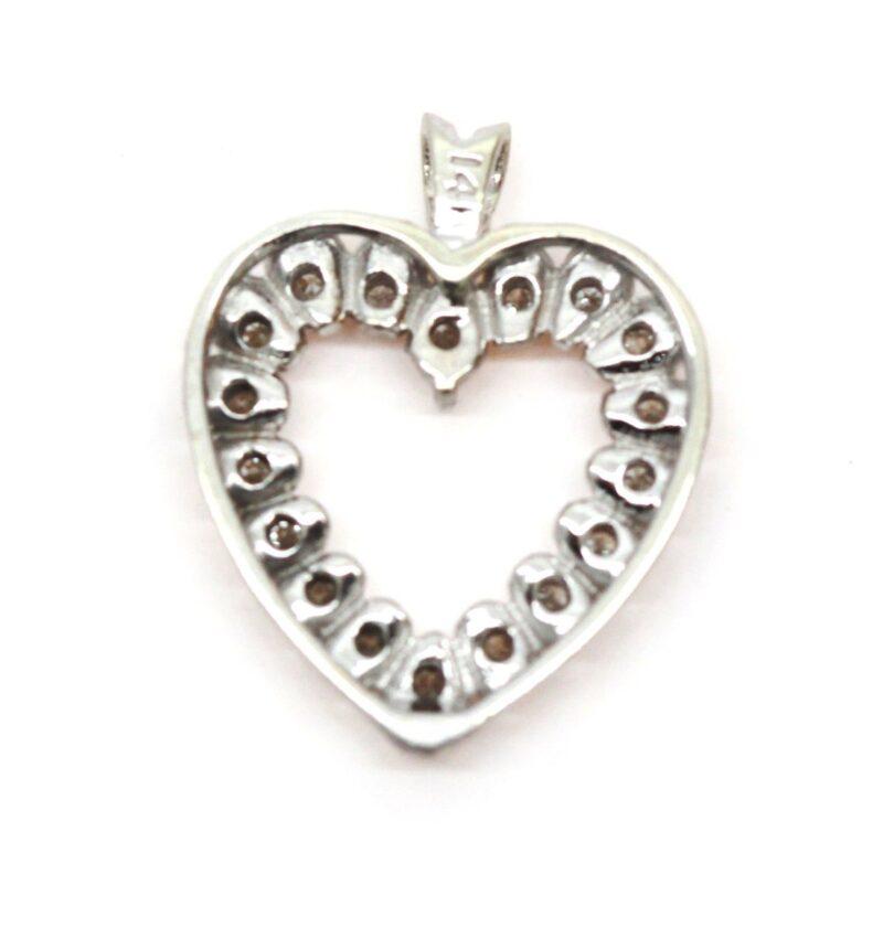 Hjerte i 14 Karat Hvidguld m. i alt 0,50 carat Diamanter.