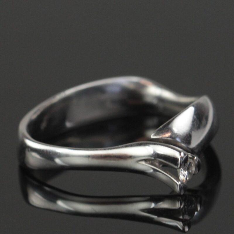 Kronprinsesse Ring i 14 Karat Hvidguld m. 0,10 carat Solitaire Diamant.