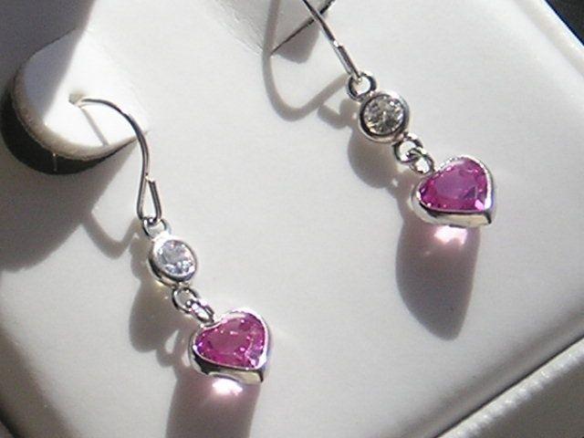 Hjerte Formede Hvidguld Øreringe m. Created Pink Safirer og Cubic Zirkoner.