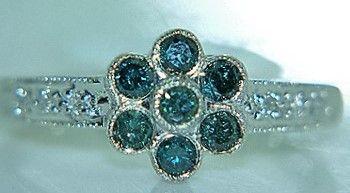 Grøn Diamant Roset Ring i 14 Karat Hvidguld.