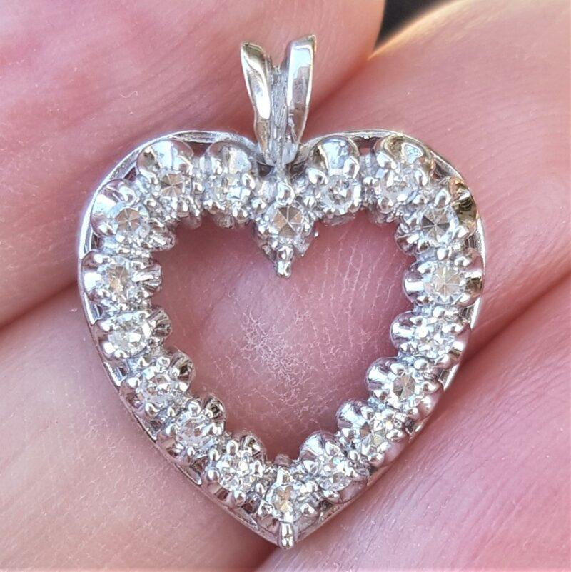 Hjerte Diamant Vedhæng i Hvidguld.