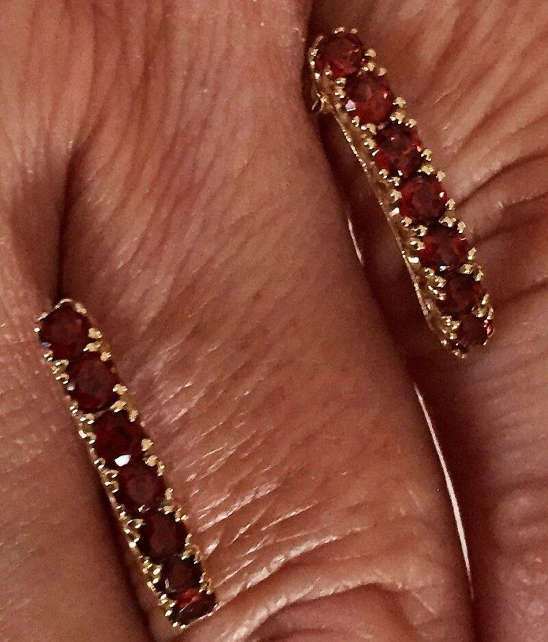 Granat Øreringe i Guld.