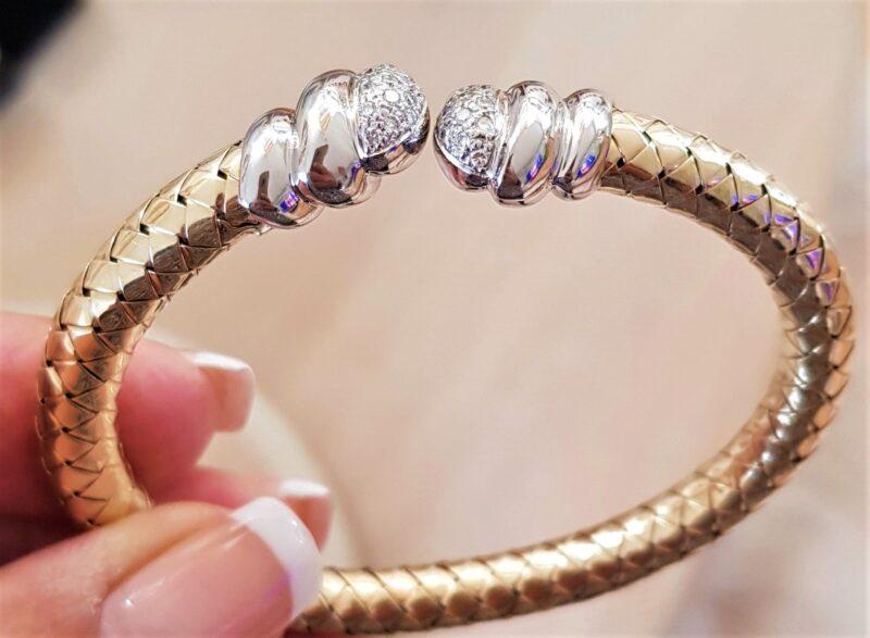 Fleksibel 14 Karat Guld Armring på 25,5 g. m. Hvidguld og Diamanter.