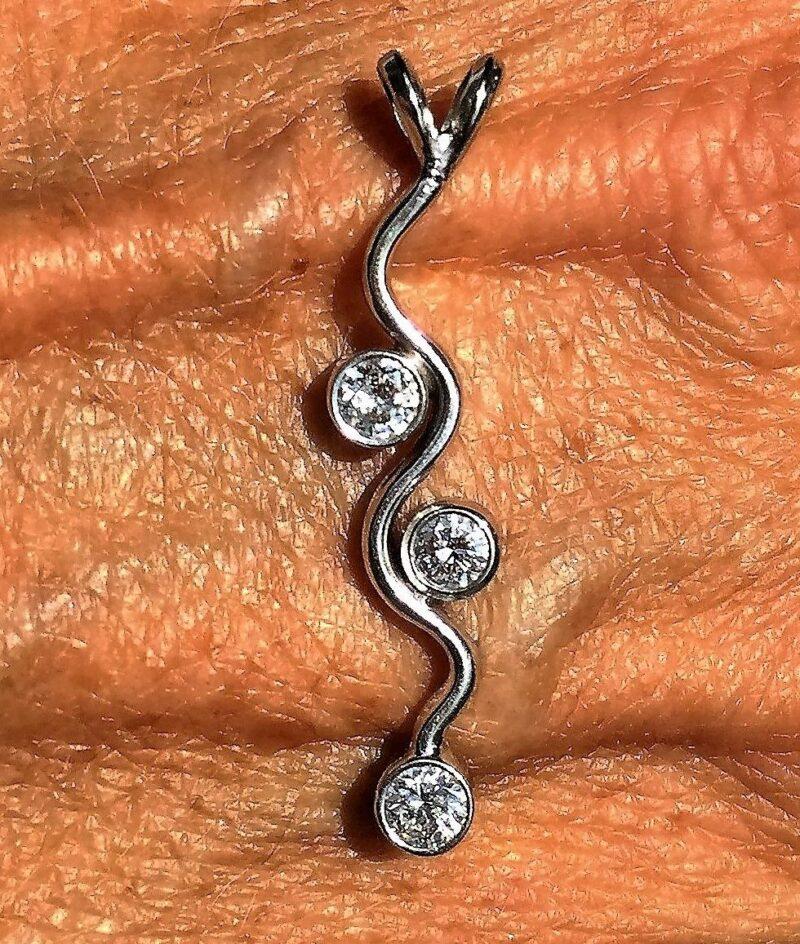 Diamant Vedhæng i Hvidguld m. i alt 0,35 carat Diamanter Sat i Rør Fatninger.