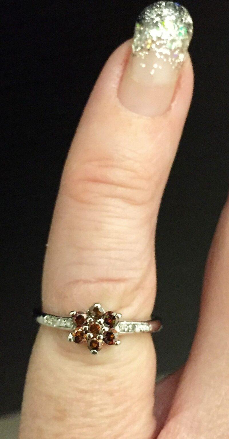 Cognac Farvet Roset Ring i 14 Karat Hvidguld.