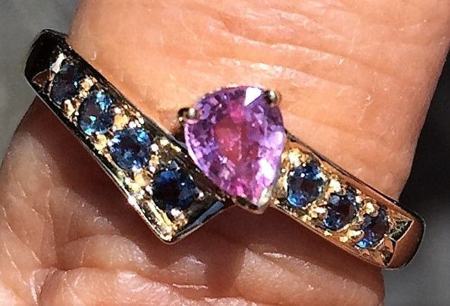14 Karat Guld Ring m. Pink/Blå Safirer
