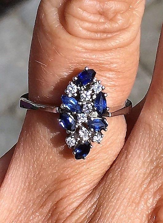 Marquise Slebet Safir og Diamant Ring i 14 Karat Hvidguld.