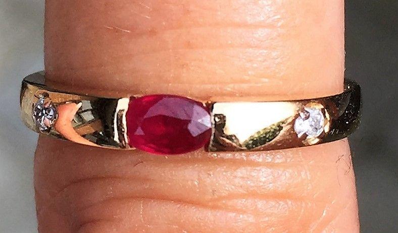 Alliance Ring i Guld m. Rubin og Diamanter.