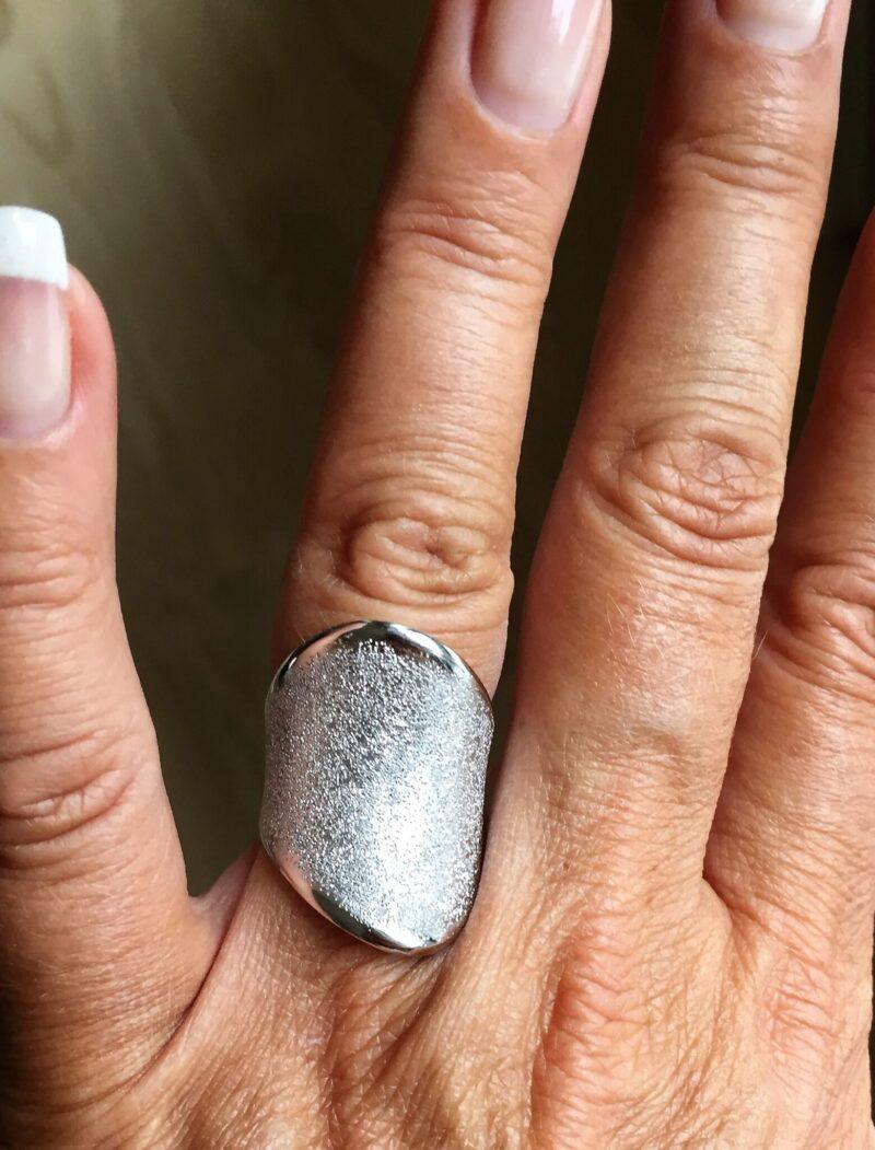 Stor 14 Karat Hvidguld Ring i Sparkle Design.