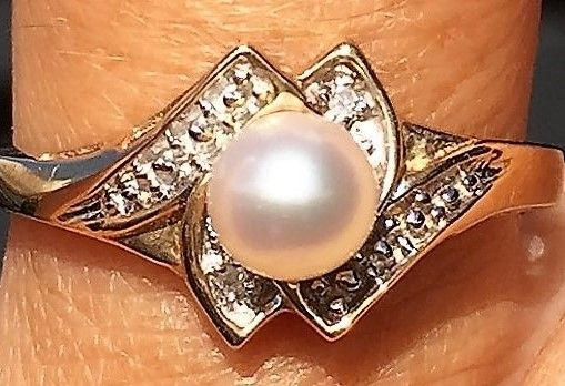Perle Ring i Guld m. Diamanter.