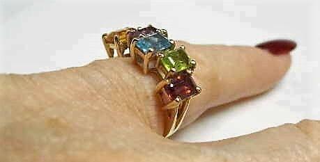 Guld Ring m. Forskellig Farvede Ædelsten
