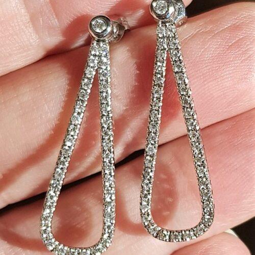 18 Karat Ovale Hænge Diamant Øreringe m. total 0,80 carat.
