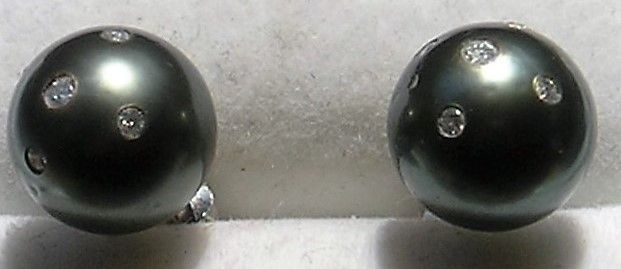 Runde Tahiti Perle Øreringe m. Diamanter.