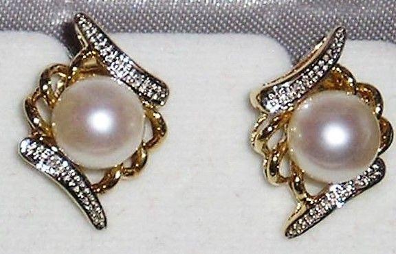Kultur Perle og Diamant Øreringe i Antik Design i 14 Karat Guld.