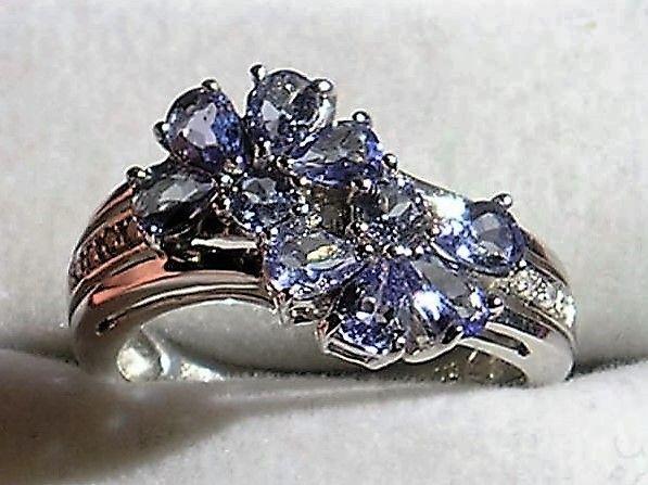 Lys Violette Tanzanite Ring i Hvidguld.