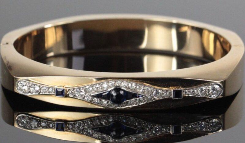 Håndlavet Armring på 38 g. i 14 Karat Guld m. Safirer og 1,15 carat Diamanter.