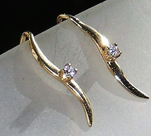 Hænge Øreringe i 14 Karat Guld m. Total 0,06 carat Diamanter.