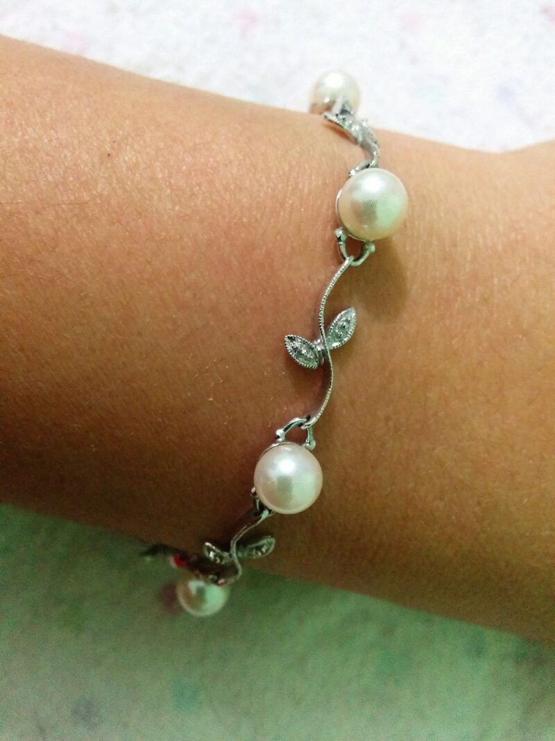 Romantisk Perle Armbånd i 14 Karat Hvidguld m. Diamanter.