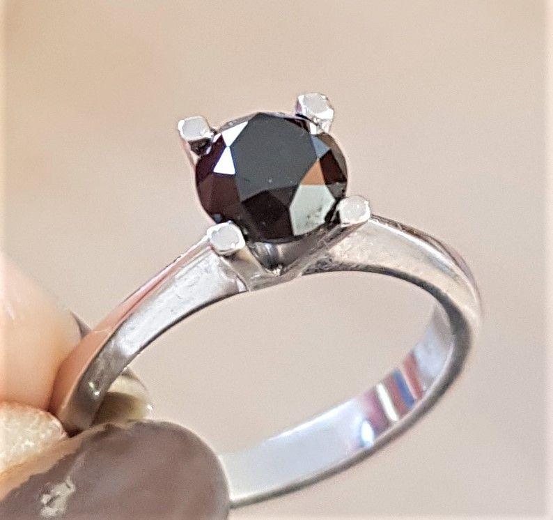 Sort Solitaire Diamant Ring i 14 Karat Hvidguld på 1,72 carat.