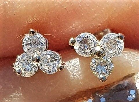Triangel diamantøreringe